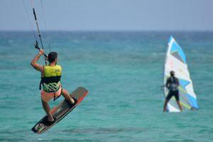 Yoga und surfen - in diesem Yoga Retreat Fuerteventura perfekt kombinierbar